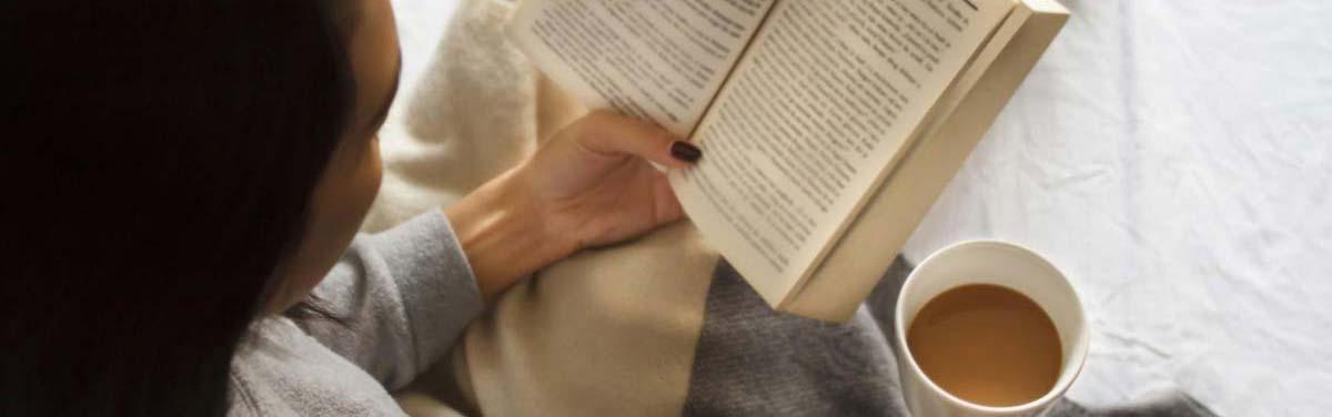 Quédate en casa, leyendo un libreo, aviso covid 19