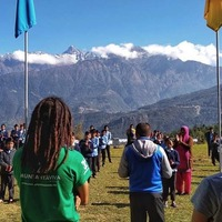 Muntanya Viva (@muntanyaviva) el proyecto personal de Albert Pastor, profesor, alpinista y guía de montaña, con el que quiere realizar actividades con los niñ@s de las escuelas que visita en Nepal, donar material escolar, reformar las infraestructuras de las escuelas (paredes, techos, bancos de estudio...) y transmitir todos los valores que ha adquirido a lo largo de estos años de crecimiento.  ¡Colabora en Verkami desde tan solo 2 € para ayudarles a conseguir su objetivo! El crowdfunding acaba el 10 de Junio 2021 y solo faltan 3.000 € para alcanzar el objetivo. Tienes el link en nuestra biografía, participa y compártelo con tu familia y amigos.👨👩👦👦  Yo he optado por el pack de 35 € y me llevo 1 camiseta técnica de Muntanya Viva gratis+Buff oficial de Muntanya Viva+Link de seguimiento de la expedición +Aparición de mi nombre en el documental de la expedición+ un año de PyreneesPass+ la participación en el macrosorteode 15 sudaderas de Muntanya Viva.  Recuerda, link in bio. 👉 @campingsport.es