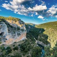 Preciosa foto del Ventano del Diablo (Chorreras de Cuenca), de la mano de @faby_top. Qué ganas de poder volver a explorar rincones bonitos de este bello país.